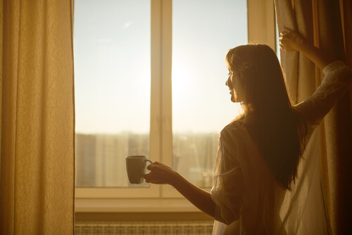 morning-sun-window-woman